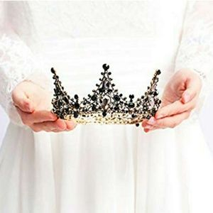 Woman's crown accessory